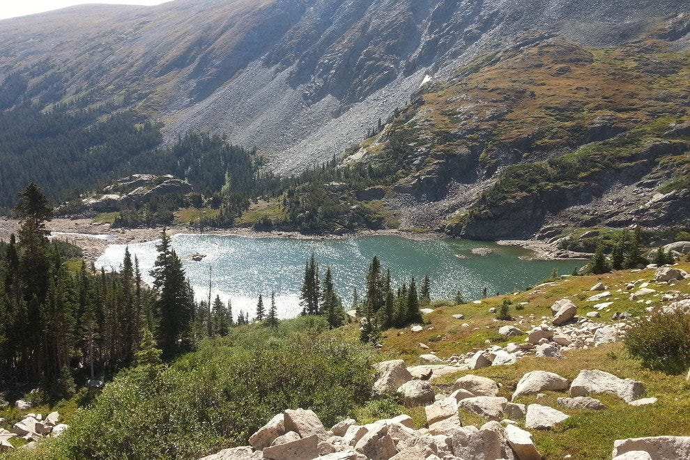 Pristine mountain lakes and lush pine trees are to be found on this enchanting hike