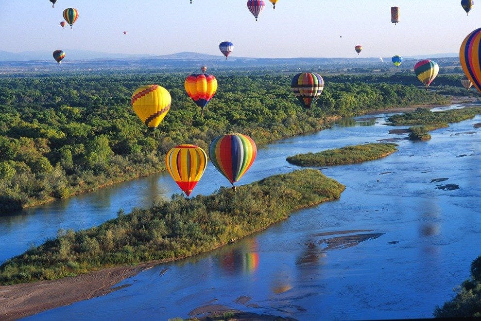 When winds are favorable, balloonists enjoy drifting along the Río Grande that flows to the west of the balloon park. Some perform splash-n-dashes, in which pilots skillfully touch down on the water's surface before lifting off again. Guided kayaking tour