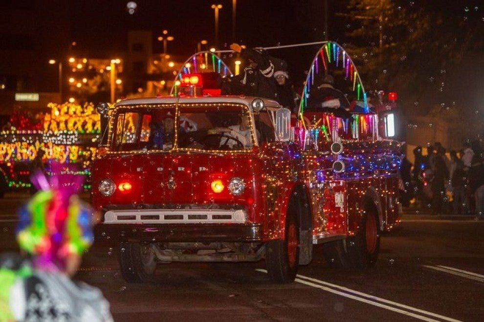Awesome Annual Downtown Parade Of Lights