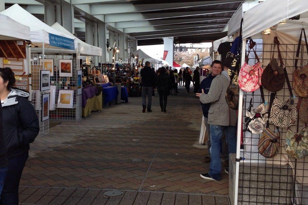波特兰周六市场,这是城里假日购物的最佳地点之一