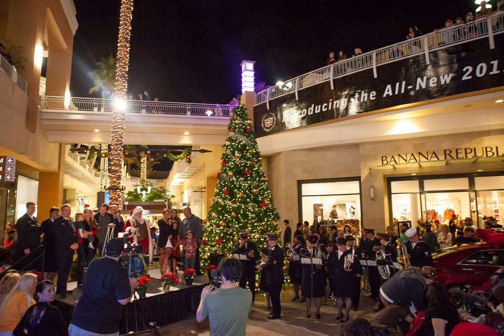 Fashion Valley Mall tree lighting