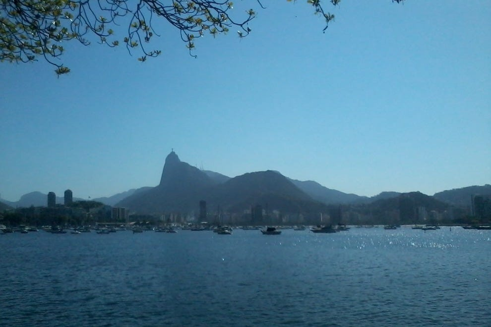A stroll between Urca's beaches takes in lovely views