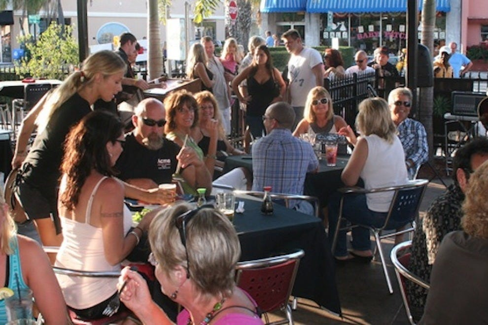 马特卡斯巴的露台在墨尔本很受欢迎。