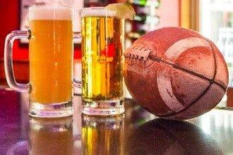 在孟菲斯最受欢迎的运动酒吧尽情享受比赛吧。