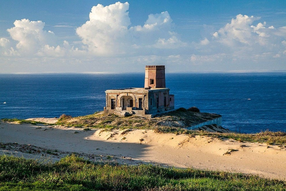 "Scenic pleasures at Quivira Golf Club include seasonal glimpses of breaching whales and gorgeous views of historic El Faro Viejo (""The Old Lighthouse"")"