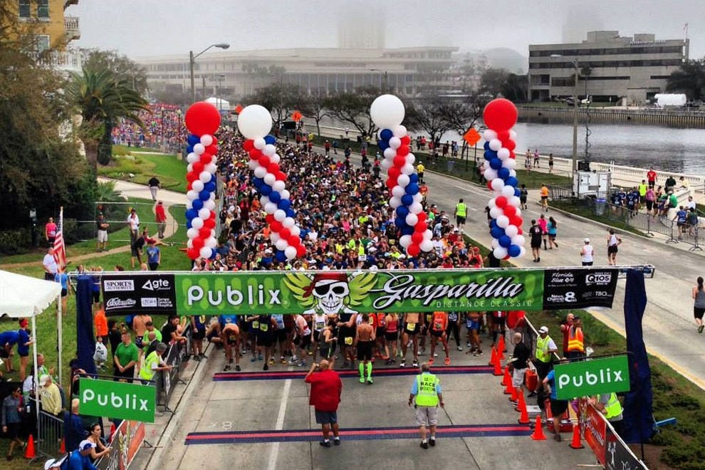 Thousands line up for the start of the Gasparilla Distance Classic
