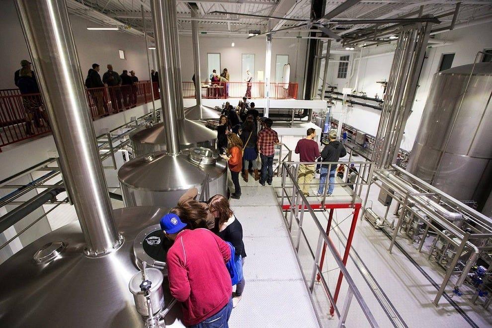 艾弗里闪亮的新酿酒厂一定会给人留下深刻印象!