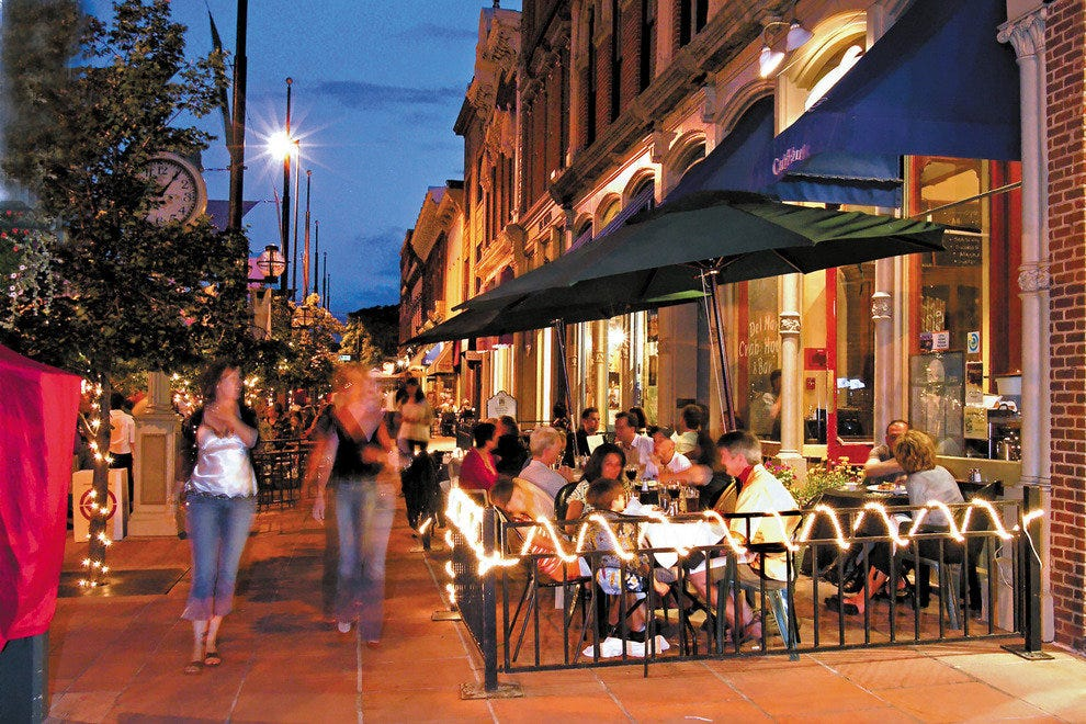 The Mall offers Denver's best people watching. There are 42 outdoor cafes along the Mall, making it the perfect place to grab a bite to eat or have a drink.