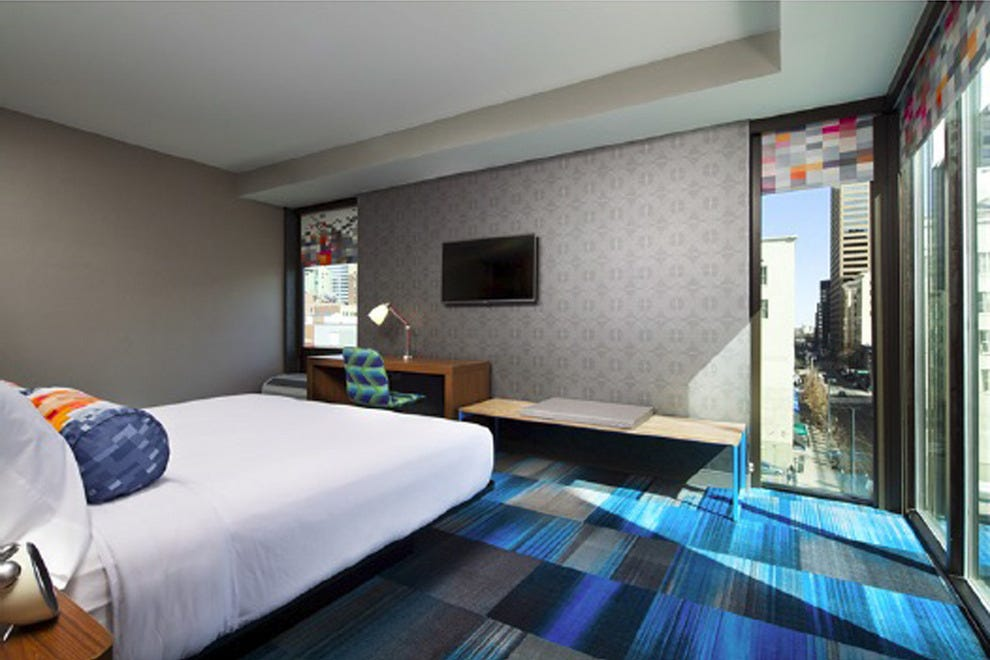 An Aloft Denver Downtown guestroom