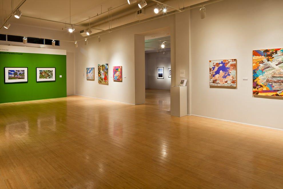 圣莫兰艺术中心。皮特以当地艺术家的作品为特色