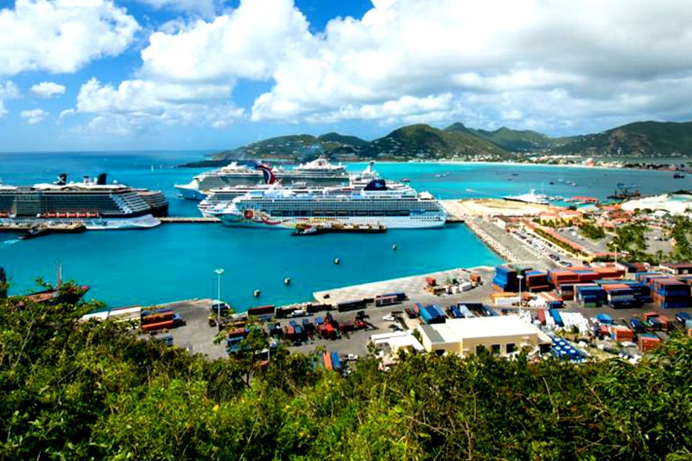 When is the best time to travel to Sint Maarten?