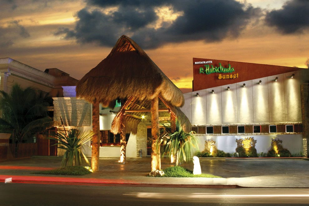 True to its name, La Habichuela Sunset features excellent sunset views in Cancun