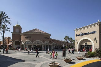 5 Reasons to Shop at Las Americas Premium Outlets