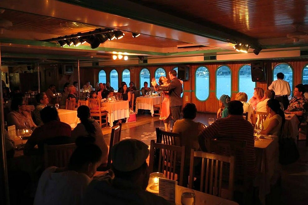 Live entertainment on Caborey's ship includes a Las Vegas-style floorshow that features Latin American singing and dancing