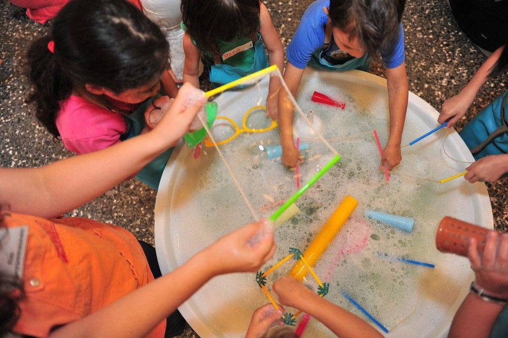 Детский Музей  Семейное развлечение в Афинах p EXHIBIT BUBBLES 2 54 990x660