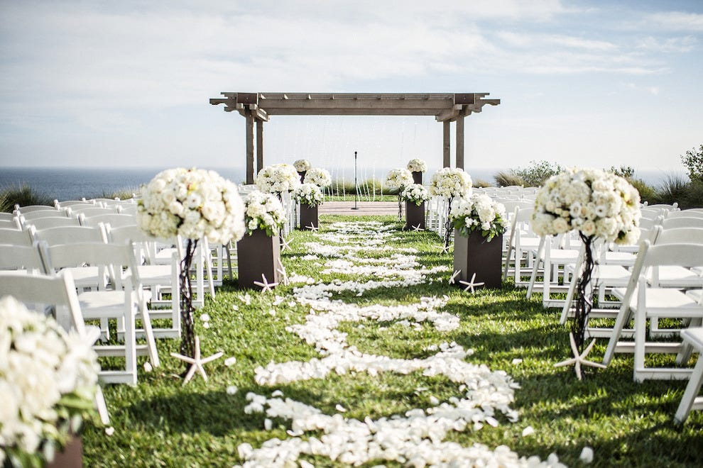 The quintessential SoCal ceremony spot, Catalina Point is set on a bluff overlooking the Pacific at Terranea Resort.
