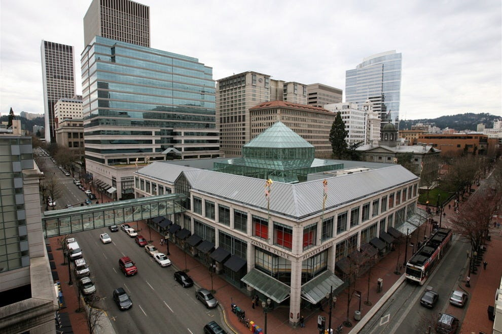 Portland Shopping and Districts (Portland, Oregon - OR, USA) Portland is a shopper's dream, with a host of upscale malls stocking everything from soap to socks and stationery and dozens of quaint and tempting stores located in its various districts.