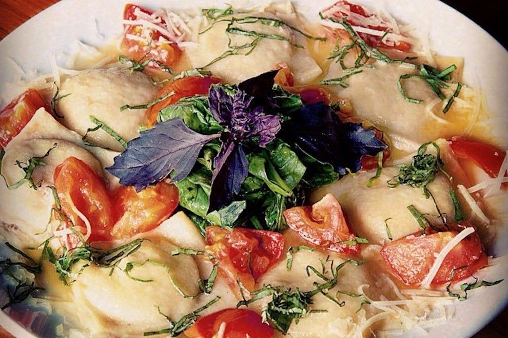无谷馄饨配野蘑菇和山羊奶酪