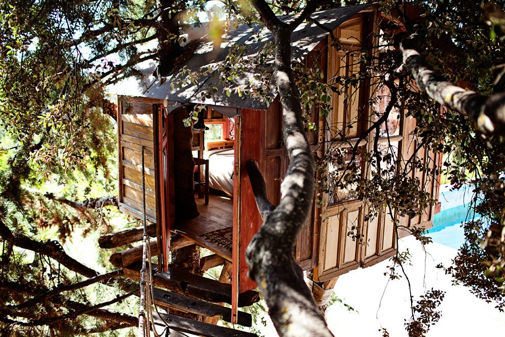 Catch spectacular views of the Sierra Nevada Mountains from your treehouse perch