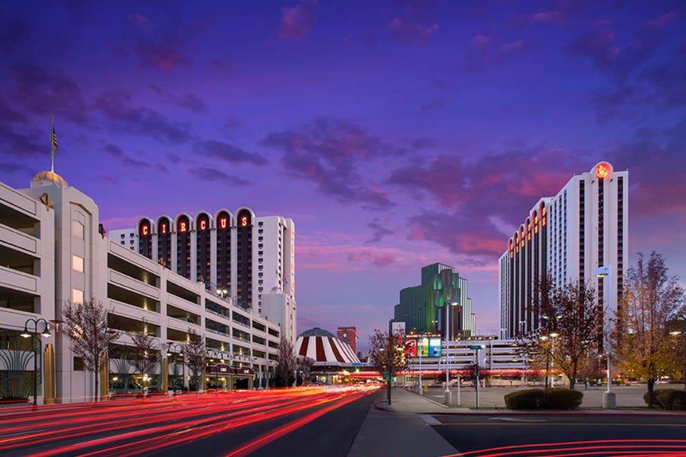 雷诺马戏团酒店和赌场