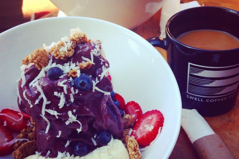 这里的早餐通常是巴西莓碗和其他美味佳肴