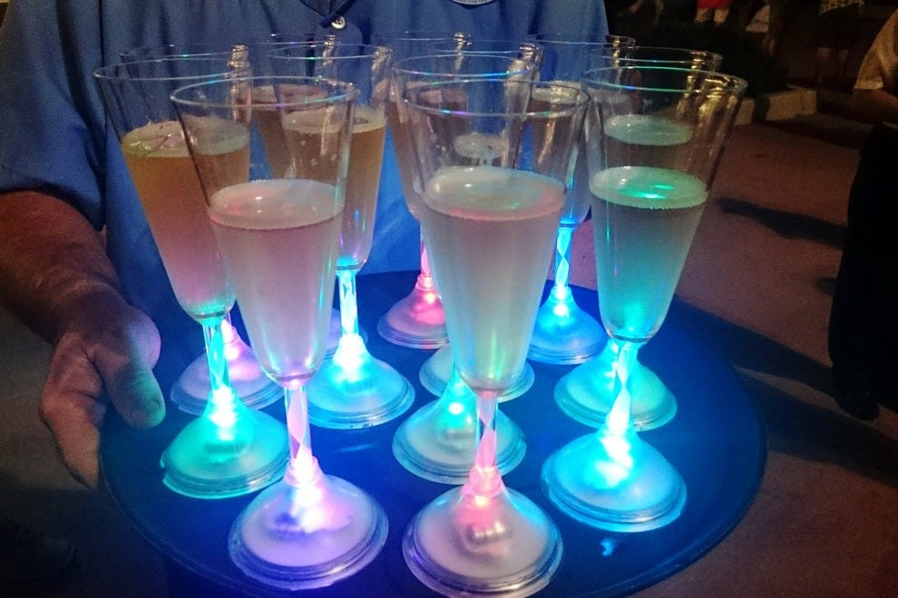 Bubbly pre-cruise refreshments get you glowing before you take your first sip
