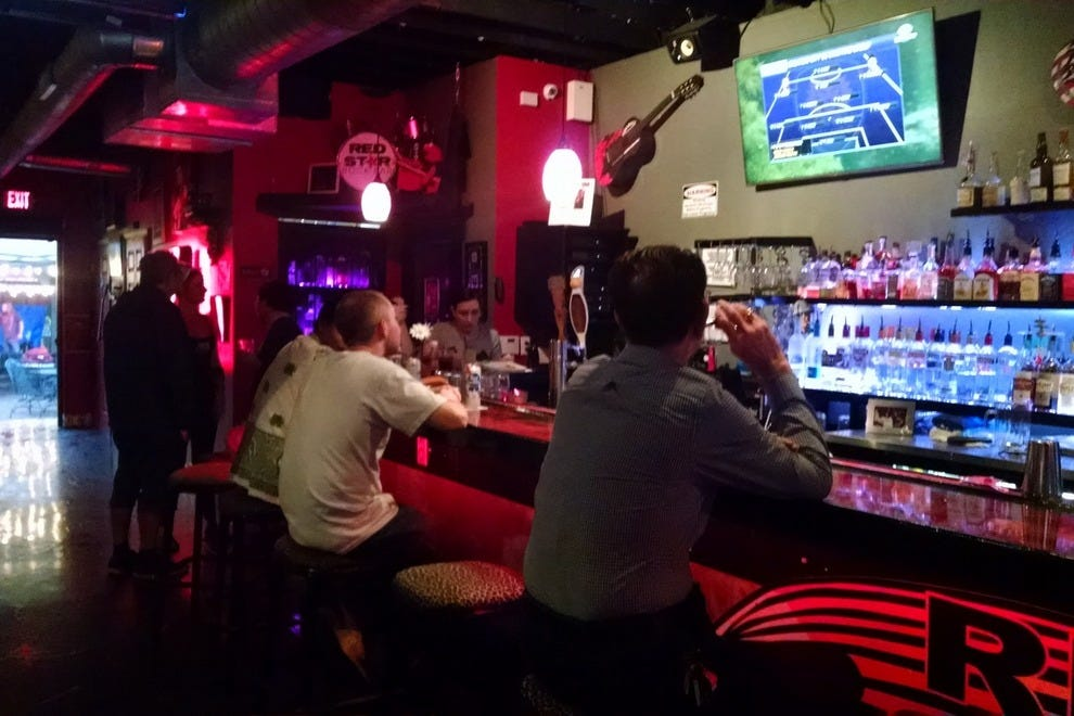Red Star Rock Bar Shakes Up Tampa Nightlife