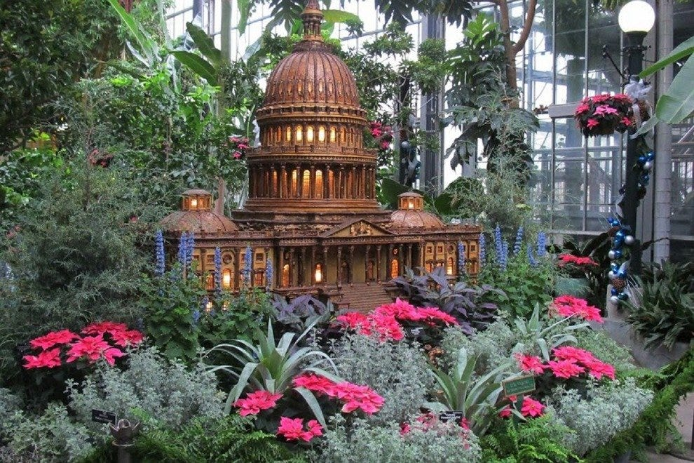 Holiday attractions attractions in washington for Botanical gardens dc christmas