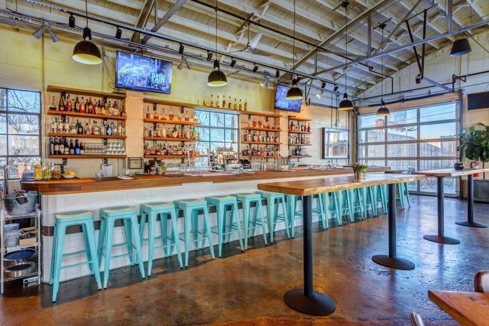 Nashville restaurants restaurant reviews by 10best for Dining sets nashville tn