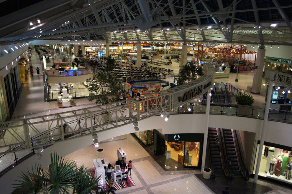 shopping mall as a leisure destnation Although in the west declining in popularity, large shopping malls are set to be attractive to local consumers it is interesting, however, that the romanians' perspective on the malls is changing, and this type of projects are not only perceived as shopping destinations, but more and more as leisure.