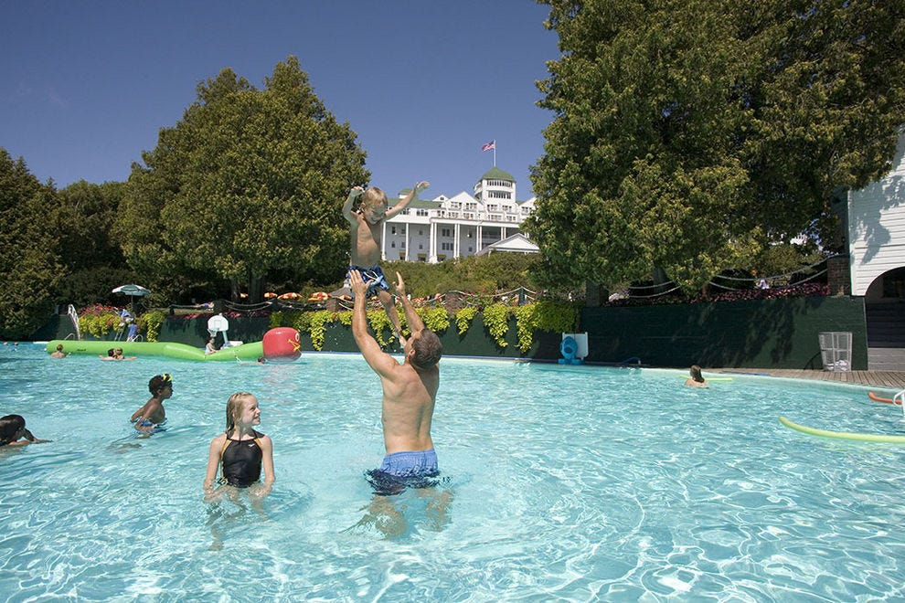 A grand escape awaits at the grand hotel on mackinac island for Hotels in fort william with swimming pool
