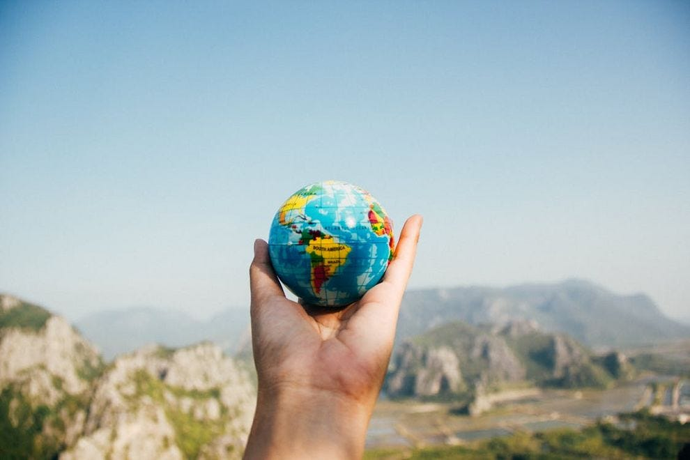 10 ways to save the world while traveling
