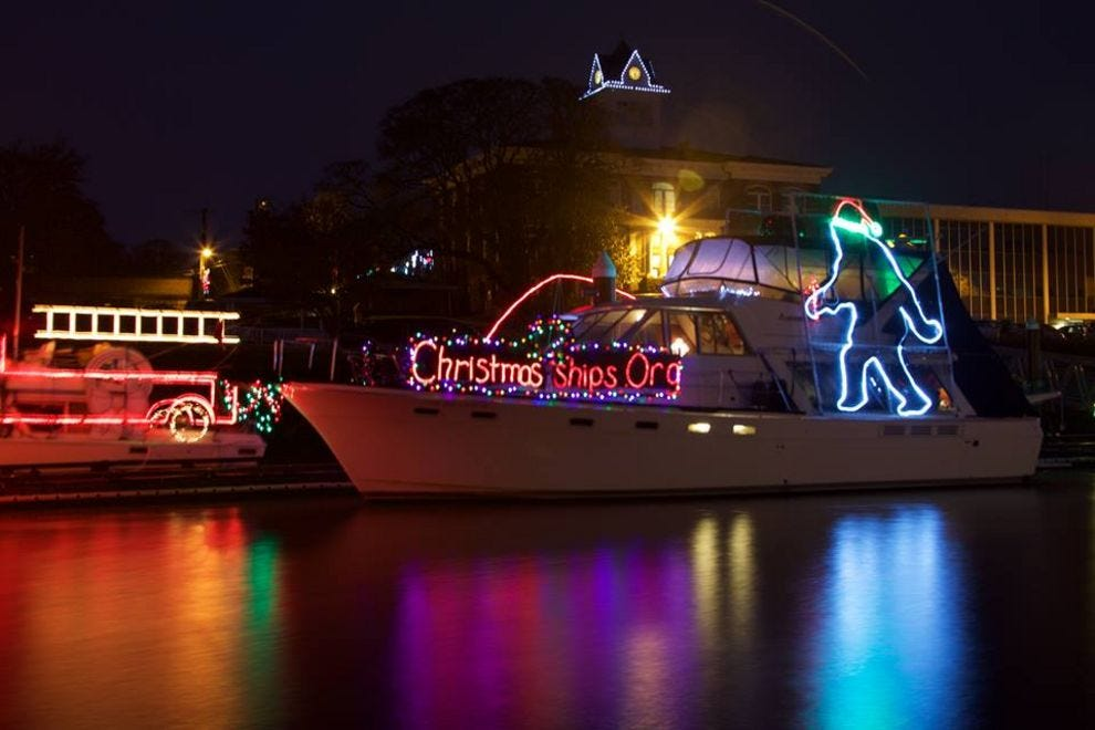 Christmas Boats Portland 2019.Best Holiday Parade Winners 2017 10best Readers Choice