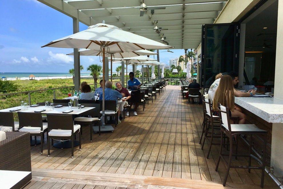 560酒吧和餐厅的甲板