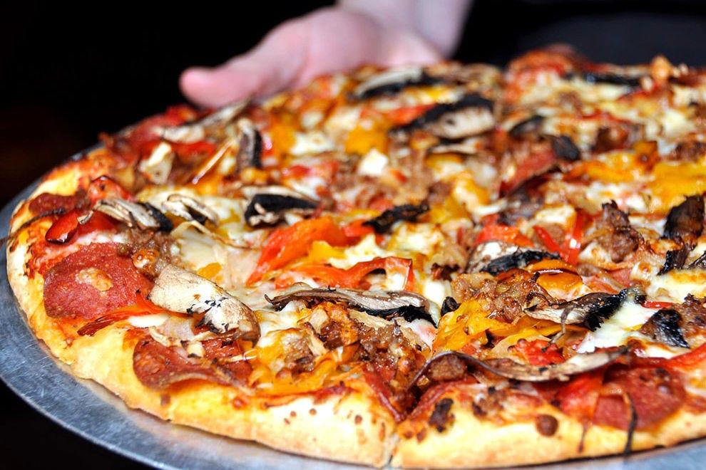 炉边披萨公司