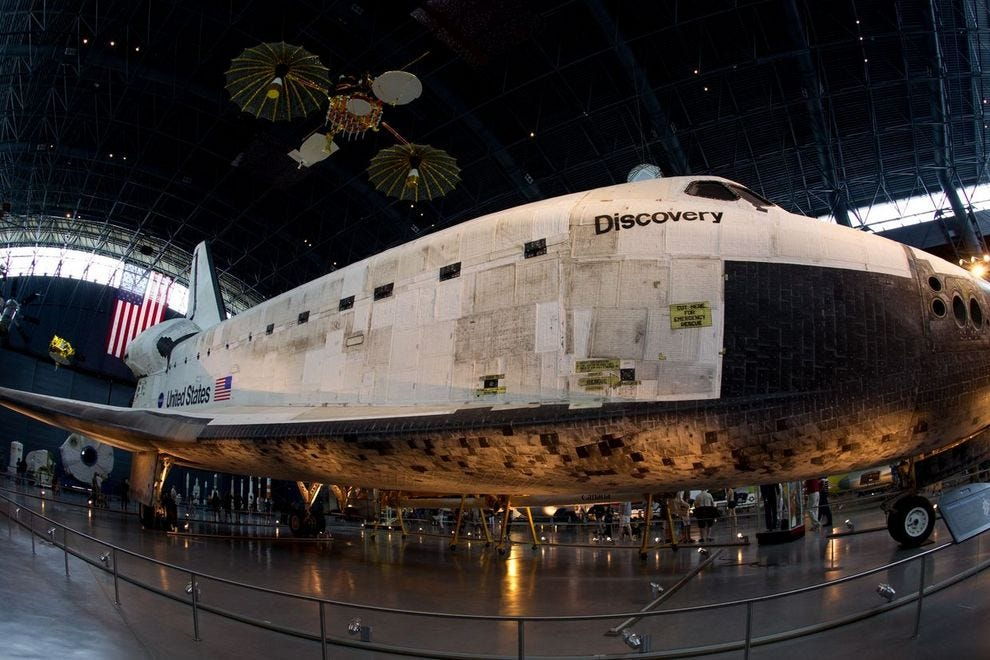 The US space shuttle <i>Discovery</i> in the James S. McDonnell Space Hangar at the National Air and Space Museum&#8217;s Steven F. Udvar-Hazy Center in Chantilly, Va.&#8221;><span class=