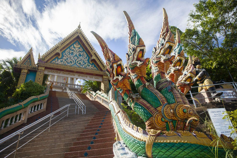 The staircase leading to Wat Khao Rang