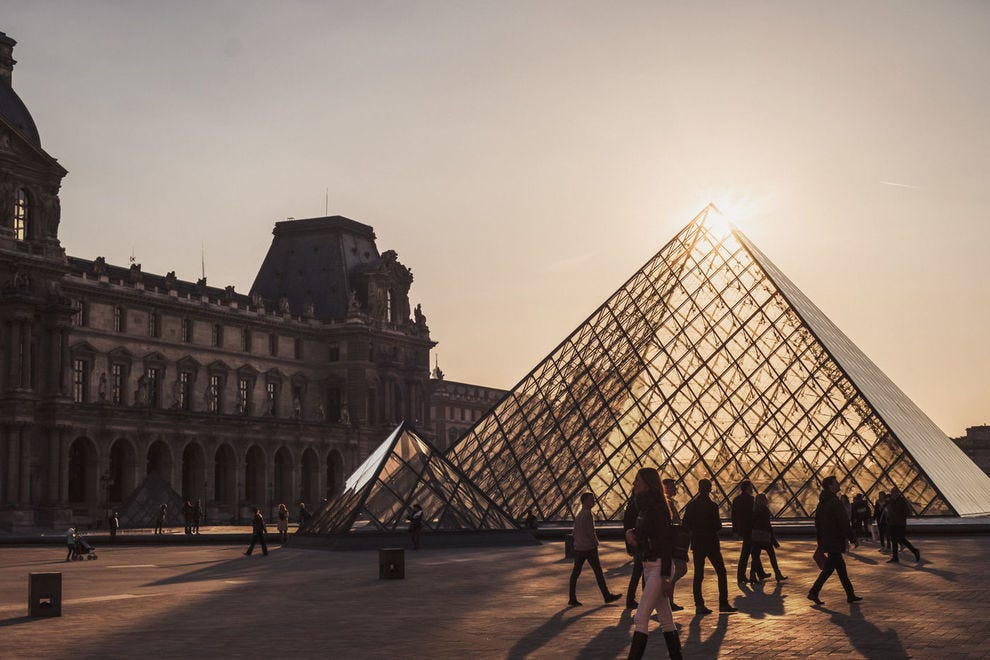 One of Walks' most popular tours is the closing tour of <em>Mona Lisa</em> at the Louvre in Paris