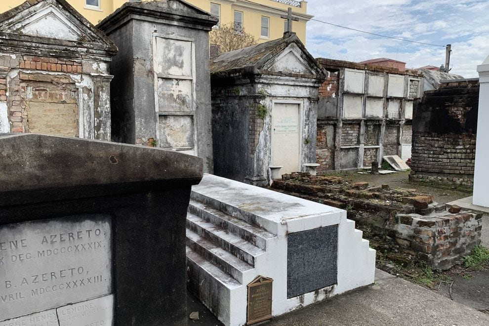 Discover the history of New Orleans through a cemetery tour