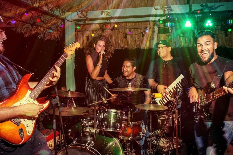 hook up bars Jacksonville FL methoden voor dating Rocks