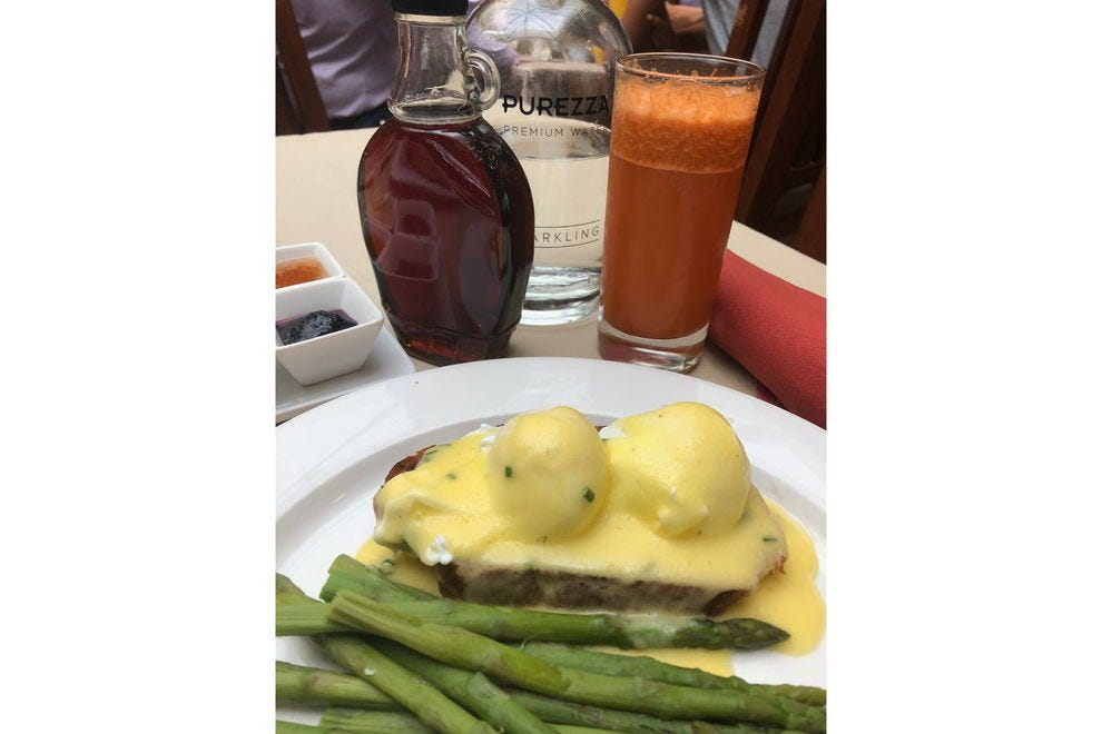 Eggs Benedict with anadama bread
