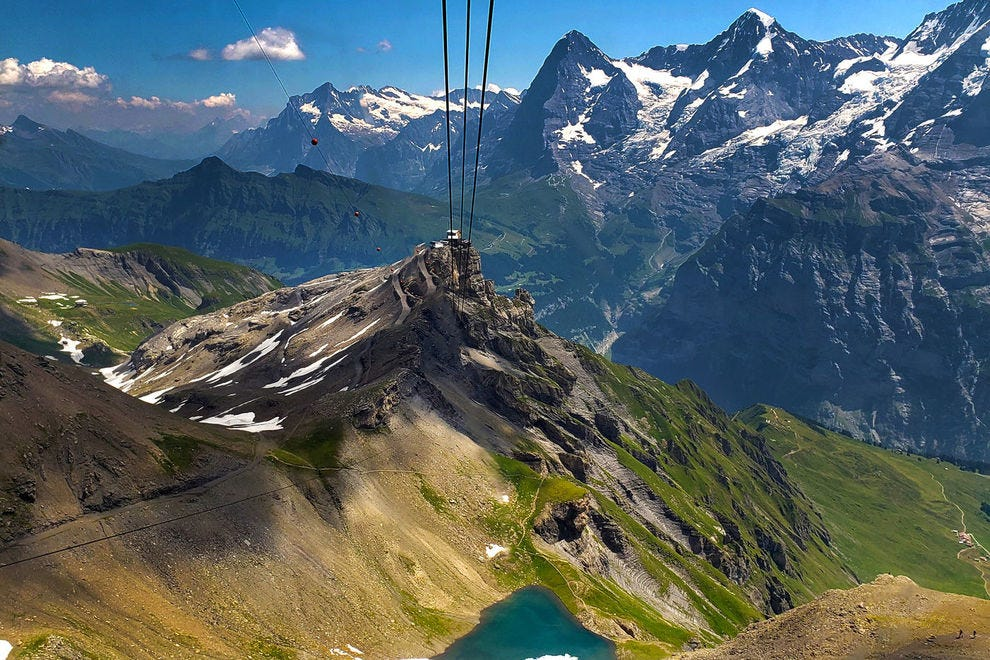 Cable car ride from Schilthorn summit