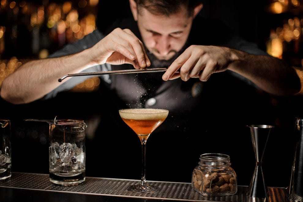 Pull up a stool and order your favorite cocktail at these hotel bars