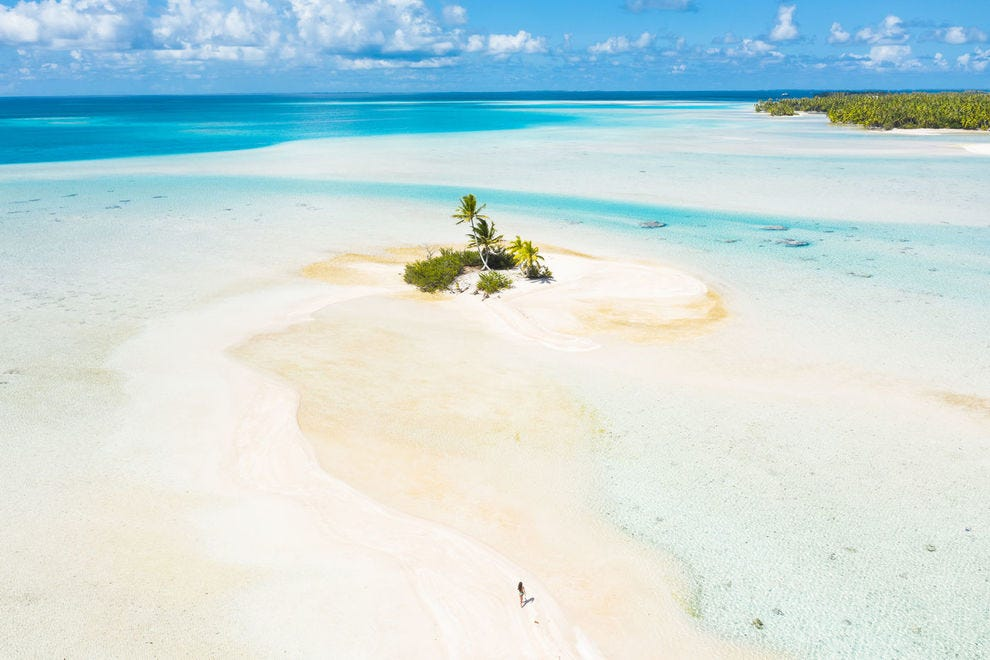 See the awe-inspiring tropical beauty of the Tahitian Islands