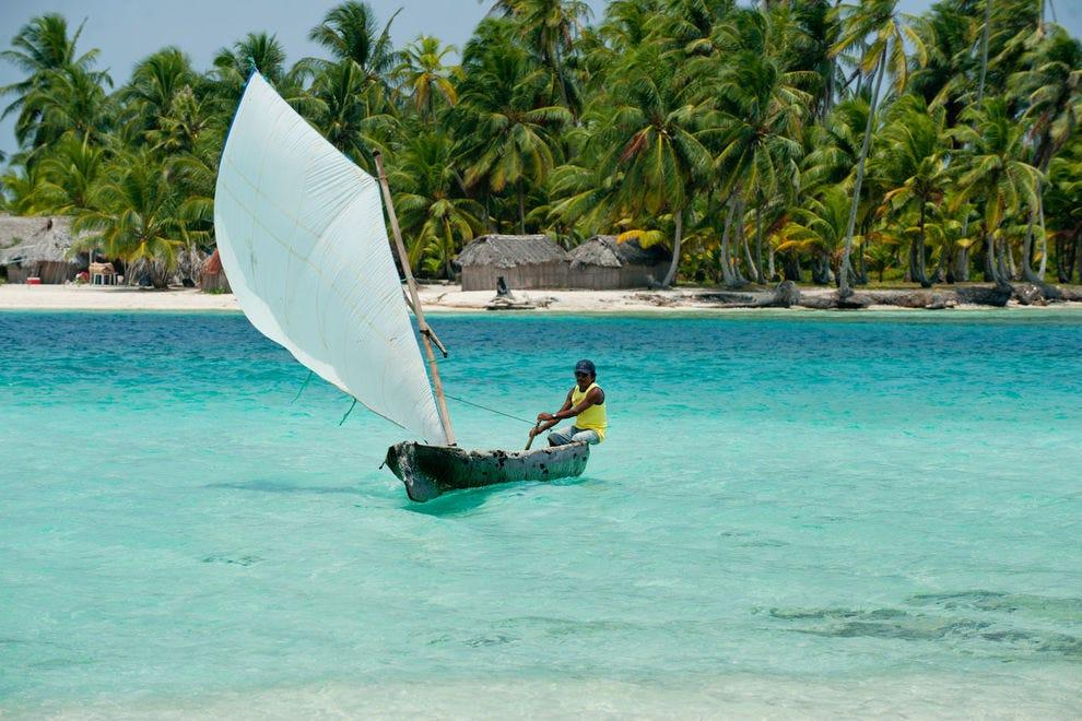 Sailboat in San Blas chain