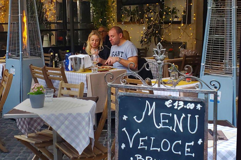 Outdoor dining in Campo de' Fiore