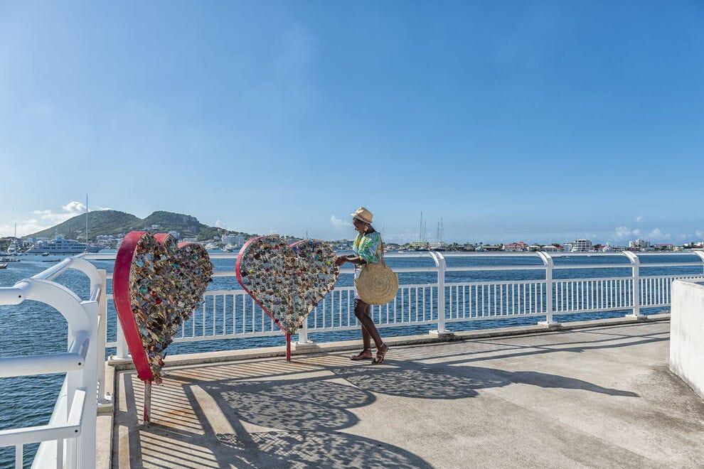 Romantische sluizen op de St. Morton Causeway Bridge