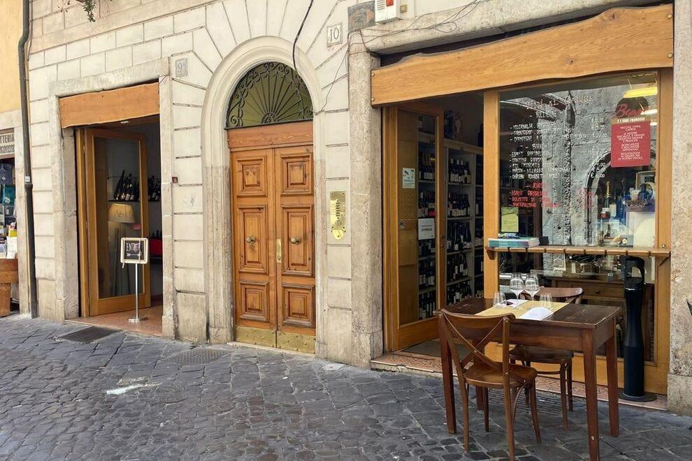Prendi lo storico ghetto quando banchetti con formaggio e vino