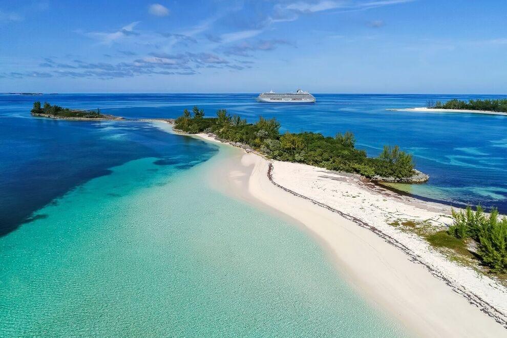 Crystal Serenity dans les eaux aigue-marine des Bahamas