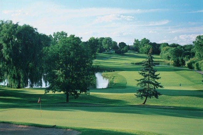 Chicago's Hilldale Golf Club provides a beautiful course and clubhouse with dining for it's members.